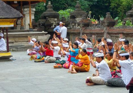 People praying in a Hindu temple in Bali