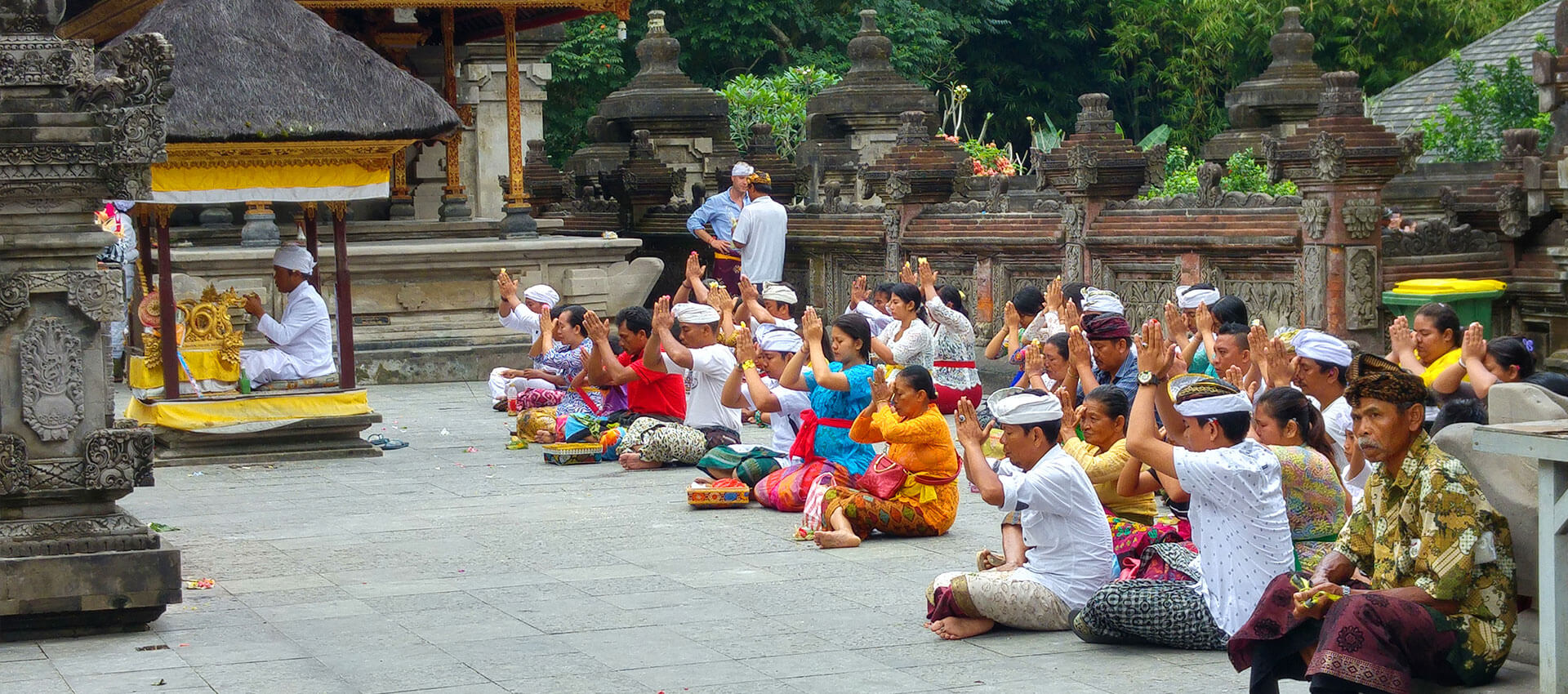 People praying in a Hindu temple in Bali