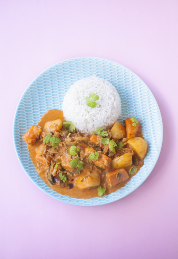 Vegan Massaman curry with sweet potato